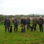 Gruppenfoto der Hundeführer mit Richtergespann